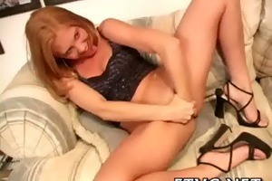 gal plays with sex-toy